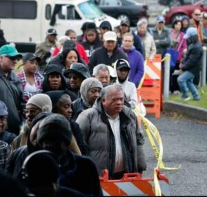 Crowd at DeFremery Park For Thanksgiving Giveaway